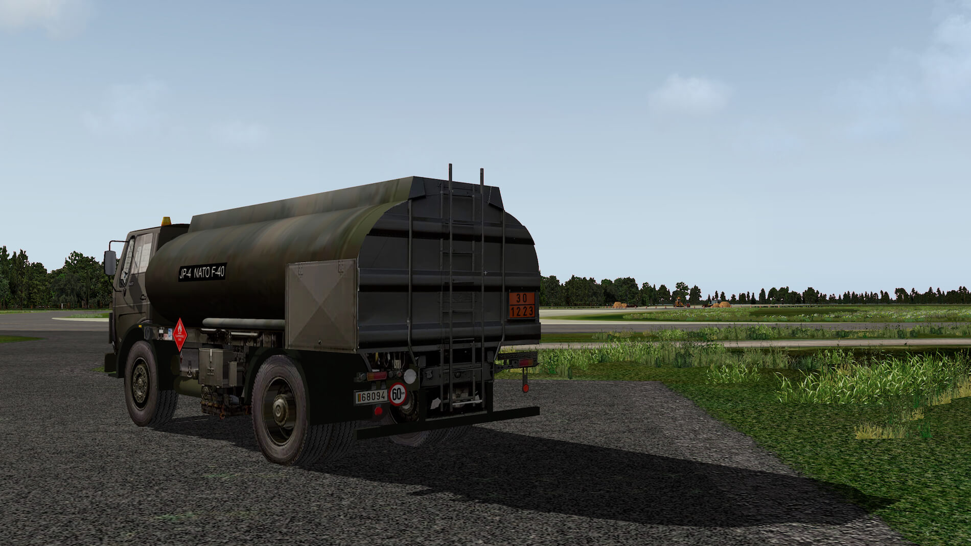 Military-Mercedes-Refuel-truck-03