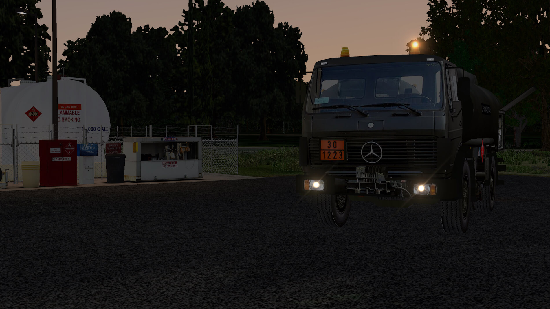 Military-Mercedes-Refuel-truck-14